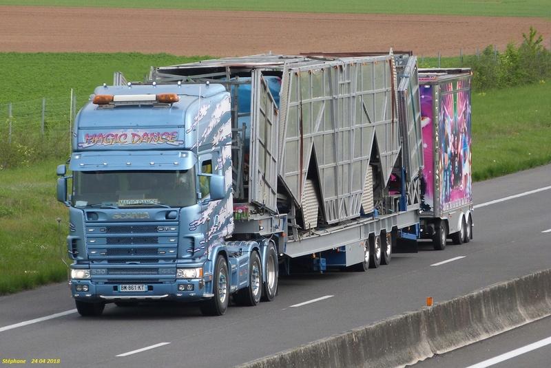 Les Camions des forains - Page 6 P1420343