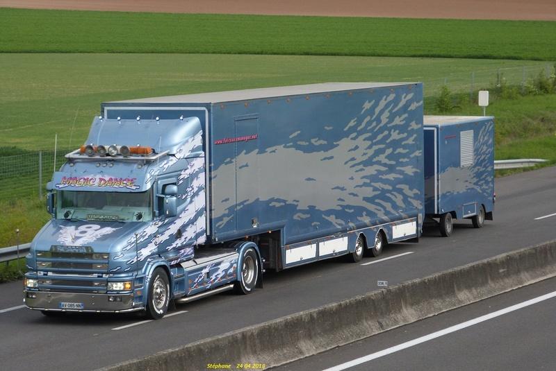 Les Camions des forains - Page 6 P1420347