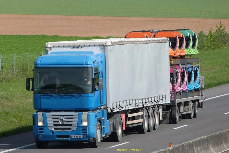 Les Camions des forains - Page 6 P1420621