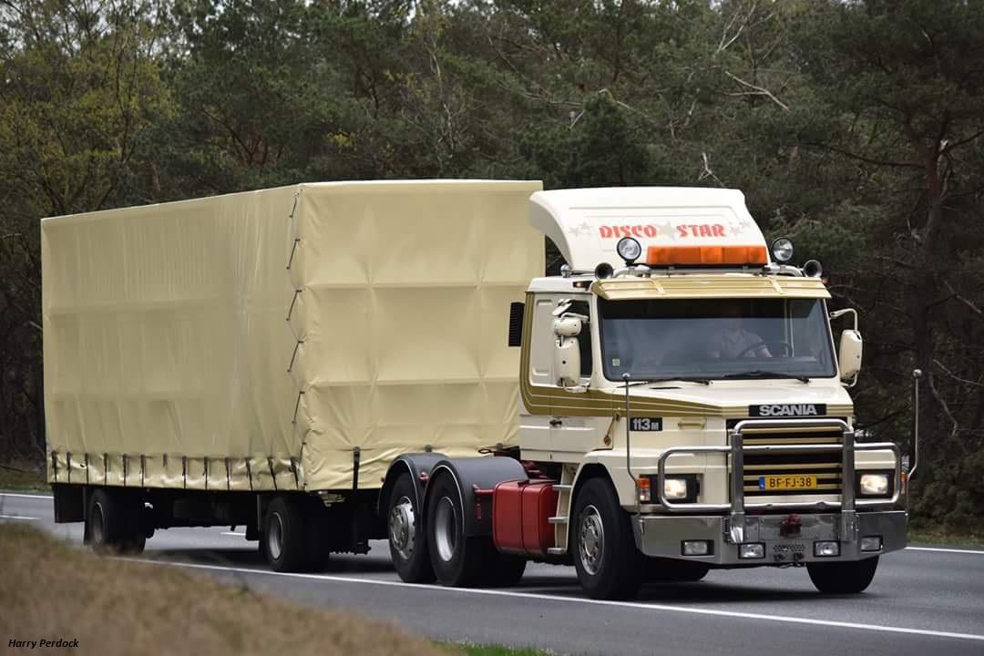 Les Camions des forains - Page 6 Smart652