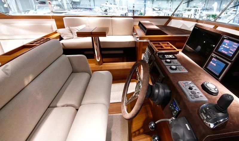 Yacht Delta 54 sur plan au 1/18° - Page 2 8_helm10