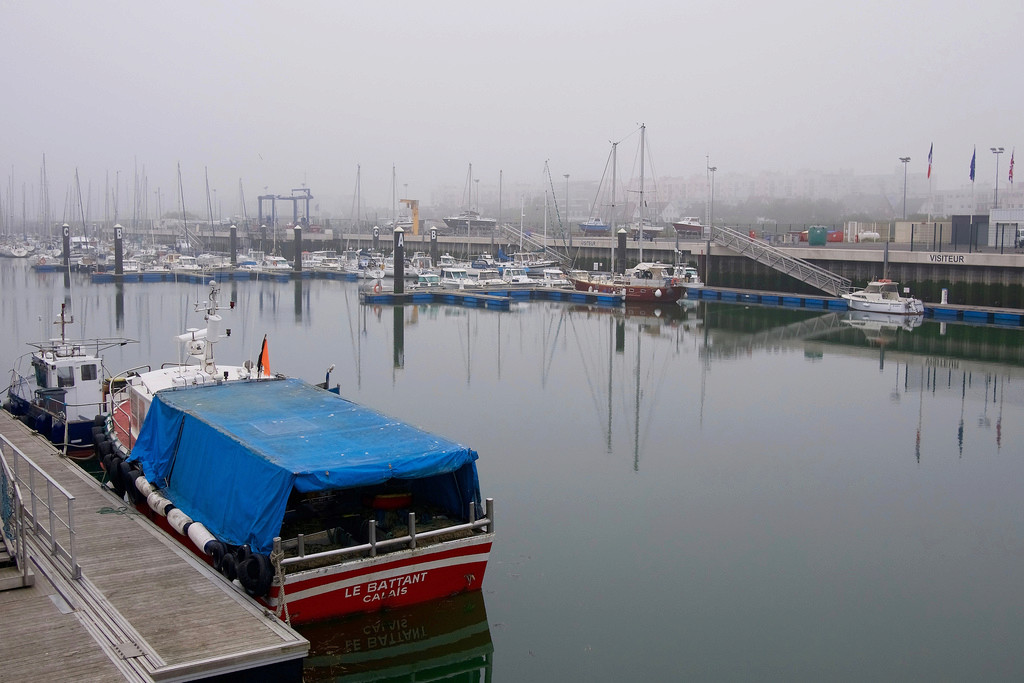Le port dans la brume marine 40328610