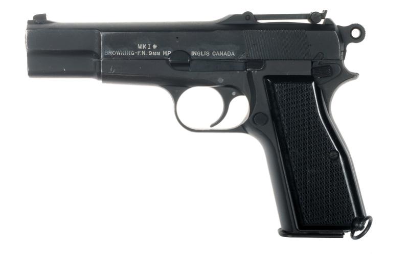 Pistolet  Browning GP No1 MK I* de fabrication canadienne et la crosse en bois _dsc5010
