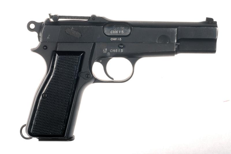 Pistolet  Browning GP No1 MK I* de fabrication canadienne et la crosse en bois _dsc5011