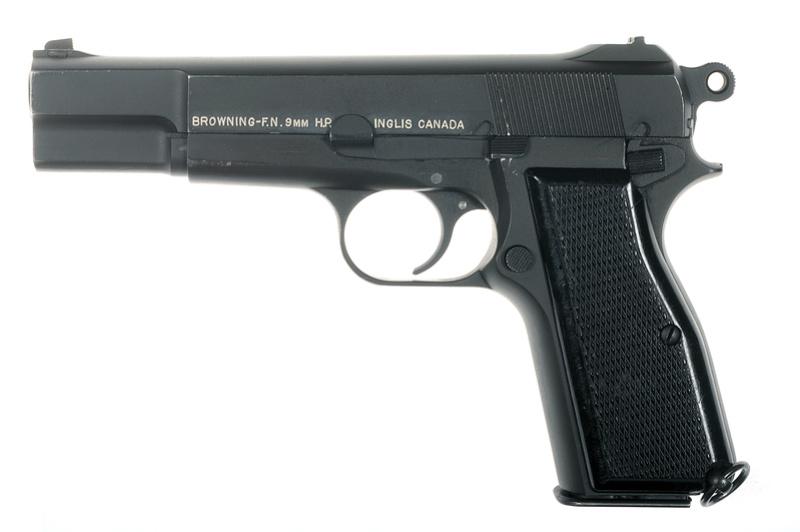 Pistolet  Browning GP No1 MK I* de fabrication canadienne et la crosse en bois _dsc5013