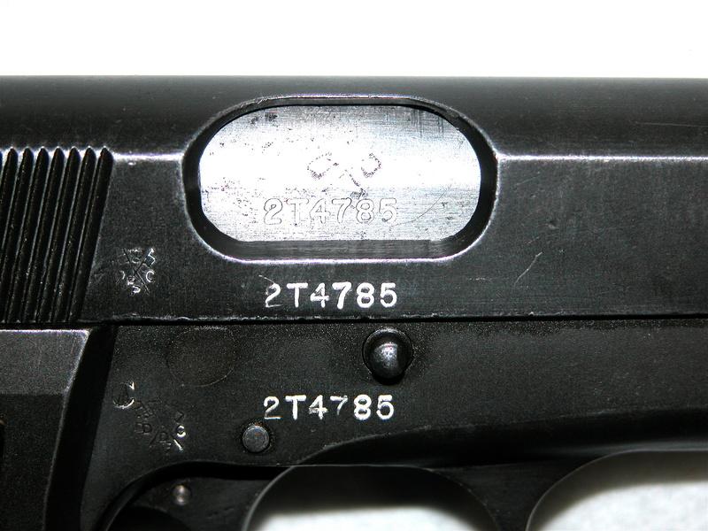 Pistolet  Browning GP No1 MK I* de fabrication canadienne et la crosse en bois Dscn3112