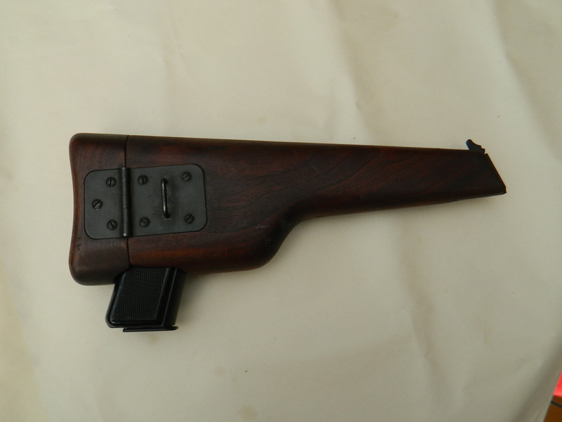 Pistolet  Browning GP No1 MK I* de fabrication canadienne et la crosse en bois Gp_ing10