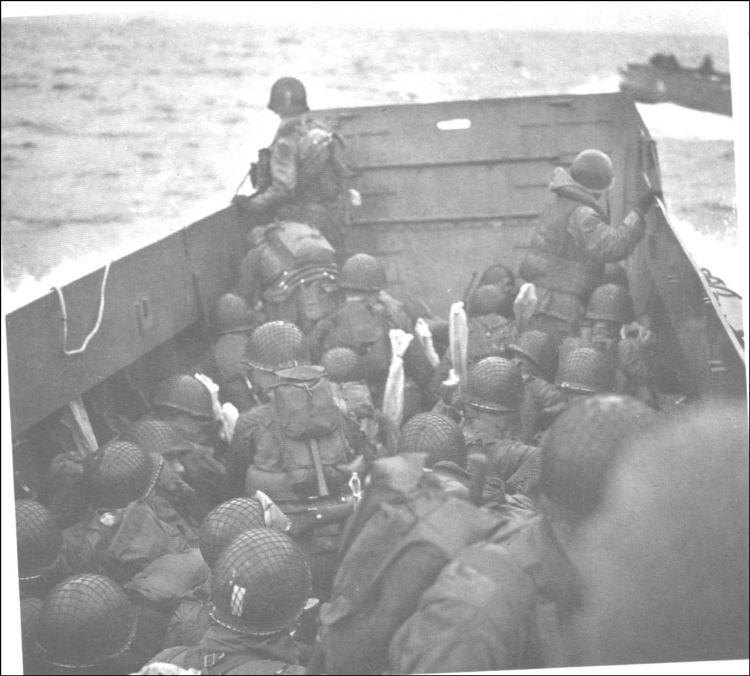 8 - Le mouillage des transports d'assaut et l'approche de la plage 25_33610