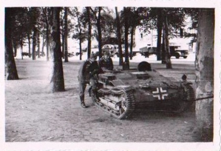 Orléans 1940 renault UE Renaul10