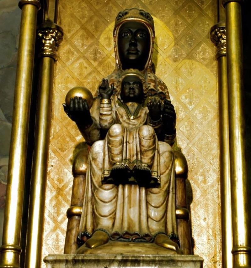 Les apparitions de la Très Sainte Vierge Marie dans le monde - Page 2 Montse10
