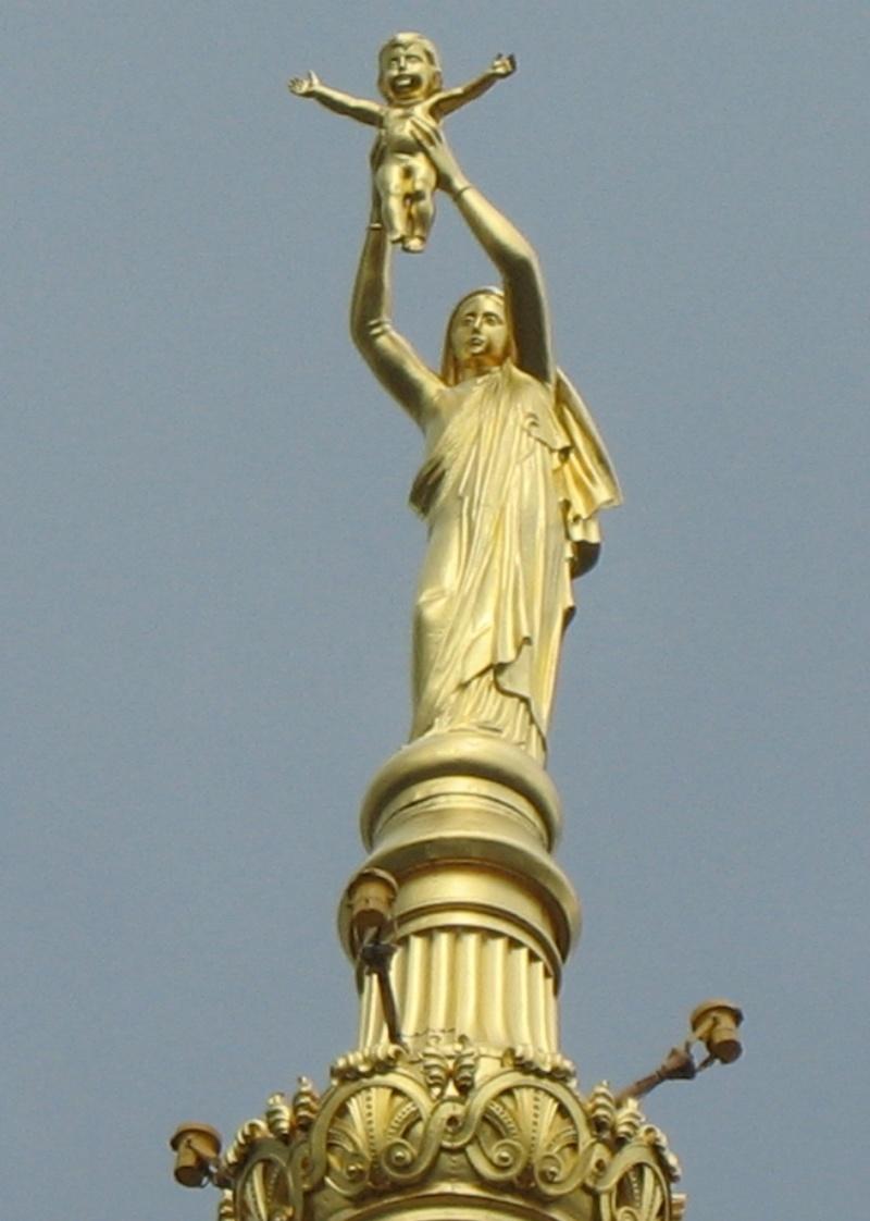 Les apparitions de la Très Sainte Vierge Marie dans le monde - Page 2 Notre_16