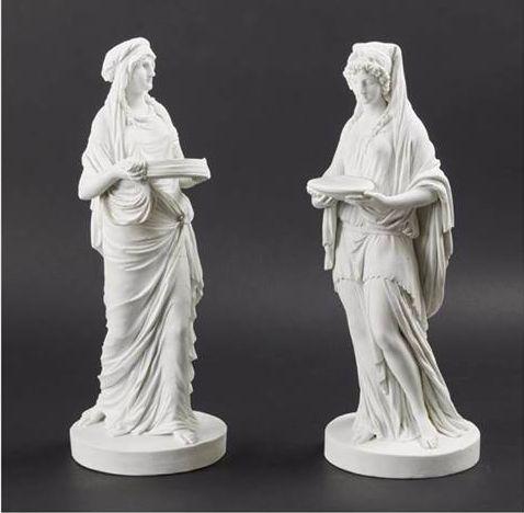 une paire de figures en porcelaine dure de Sèvres, pour les offrir au Château de Versailles 23471912