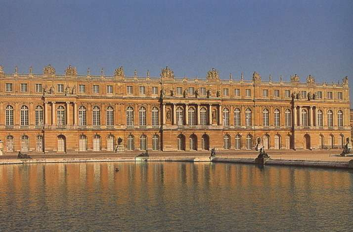06 mai 1682: Le roi de France Louis XIV déménage  Versai15