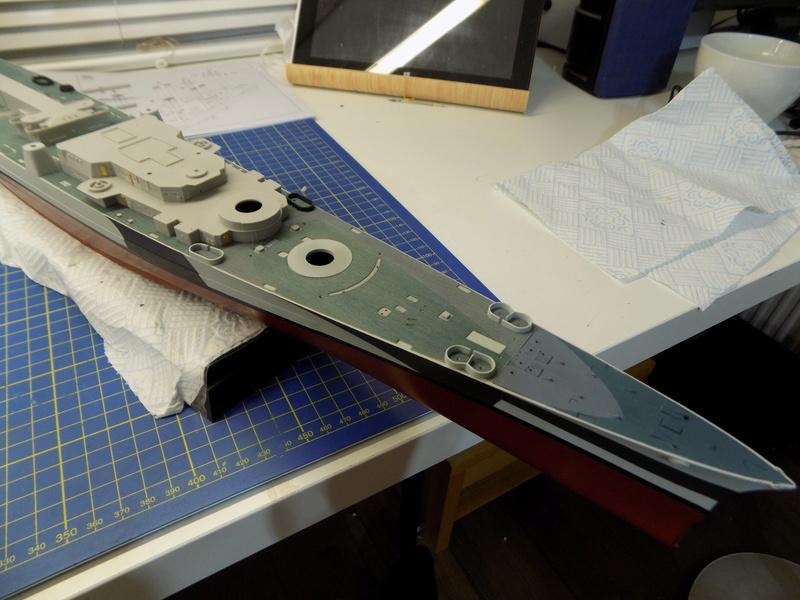 USS Alaska CB-1 de Hobby Boss 1/350ème - Page 3 Dscn1122