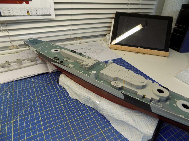 USS Alaska CB-1 de Hobby Boss 1/350ème - Page 3 Dscn1125