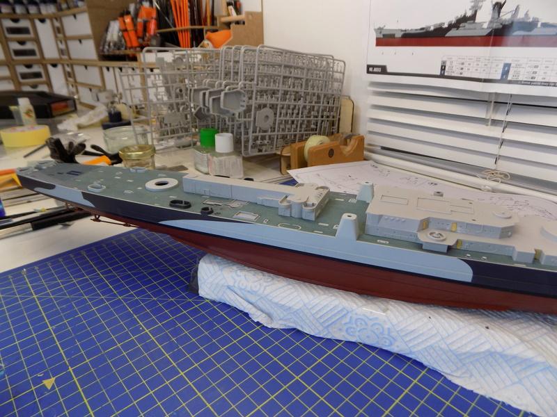 USS Alaska CB-1 de Hobby Boss 1/350ème - Page 3 Dscn1127