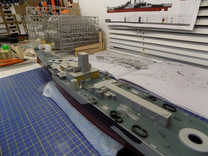 USS Alaska CB-1 de Hobby Boss 1/350ème - Page 3 Dscn1136