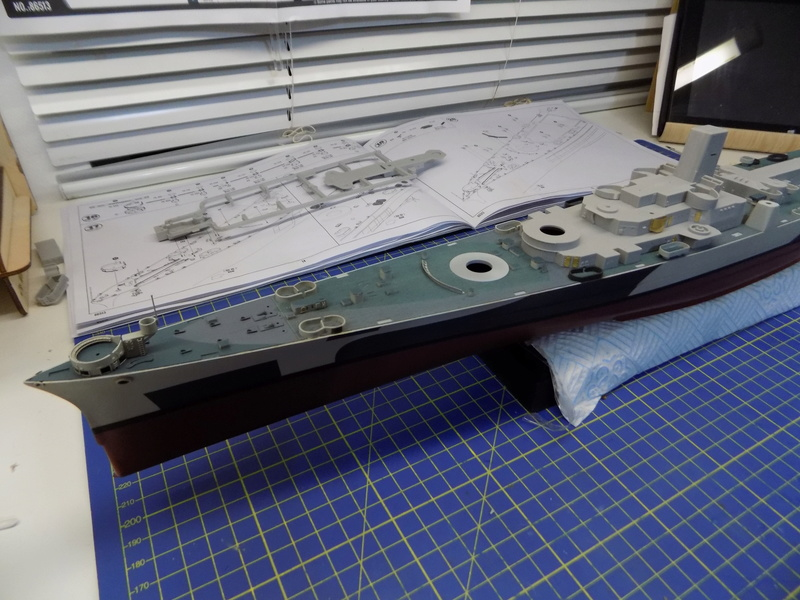 USS Alaska CB-1 de Hobby Boss 1/350ème - Page 3 Dscn1137
