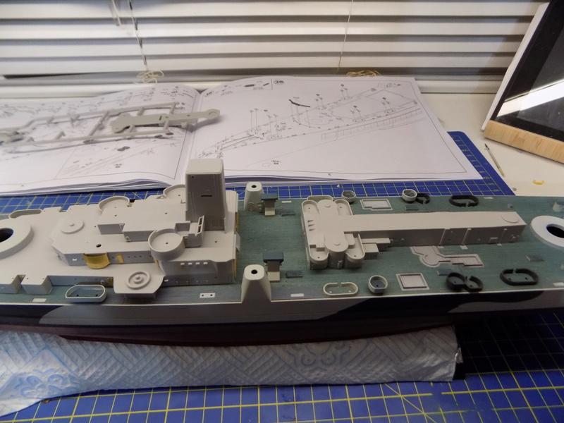 USS Alaska CB-1 de Hobby Boss 1/350ème - Page 3 Dscn1138