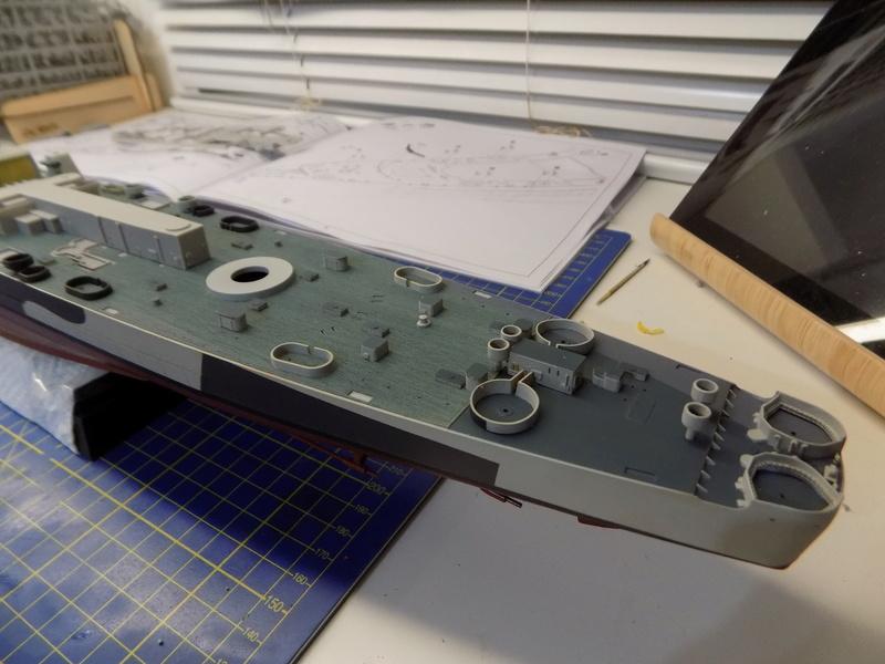 USS Alaska CB-1 de Hobby Boss 1/350ème - Page 3 Dscn1139