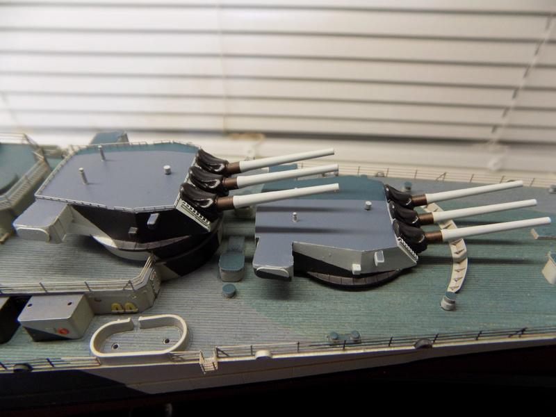 USS Alaska CB-1 de Hobby Boss 1/350ème - Page 9 Dscn1241