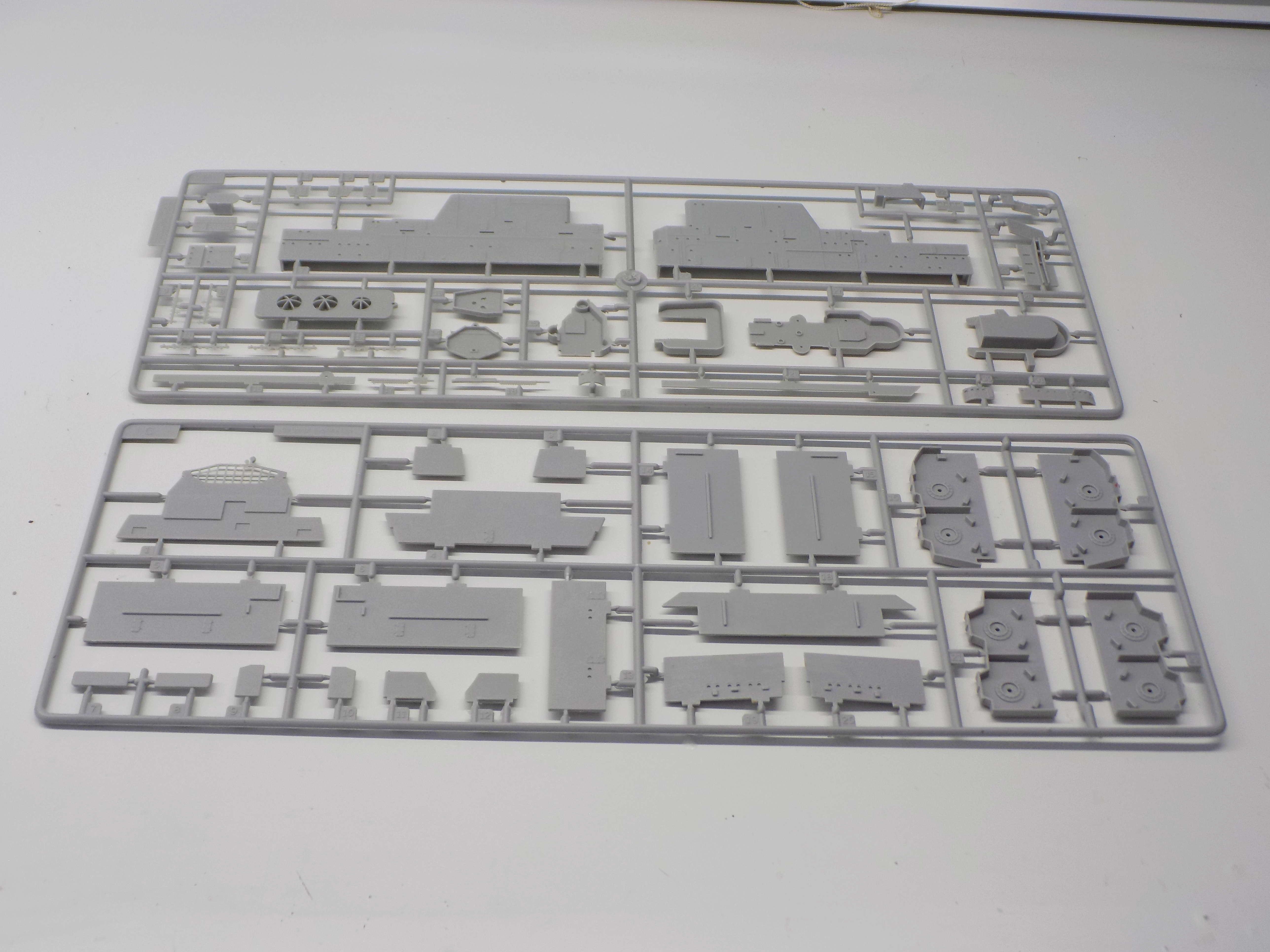 "USS HORNET CV-8 ""Raid on Tokyo"" 1/350 de Trumpeter - Page 2 Dscn1372"
