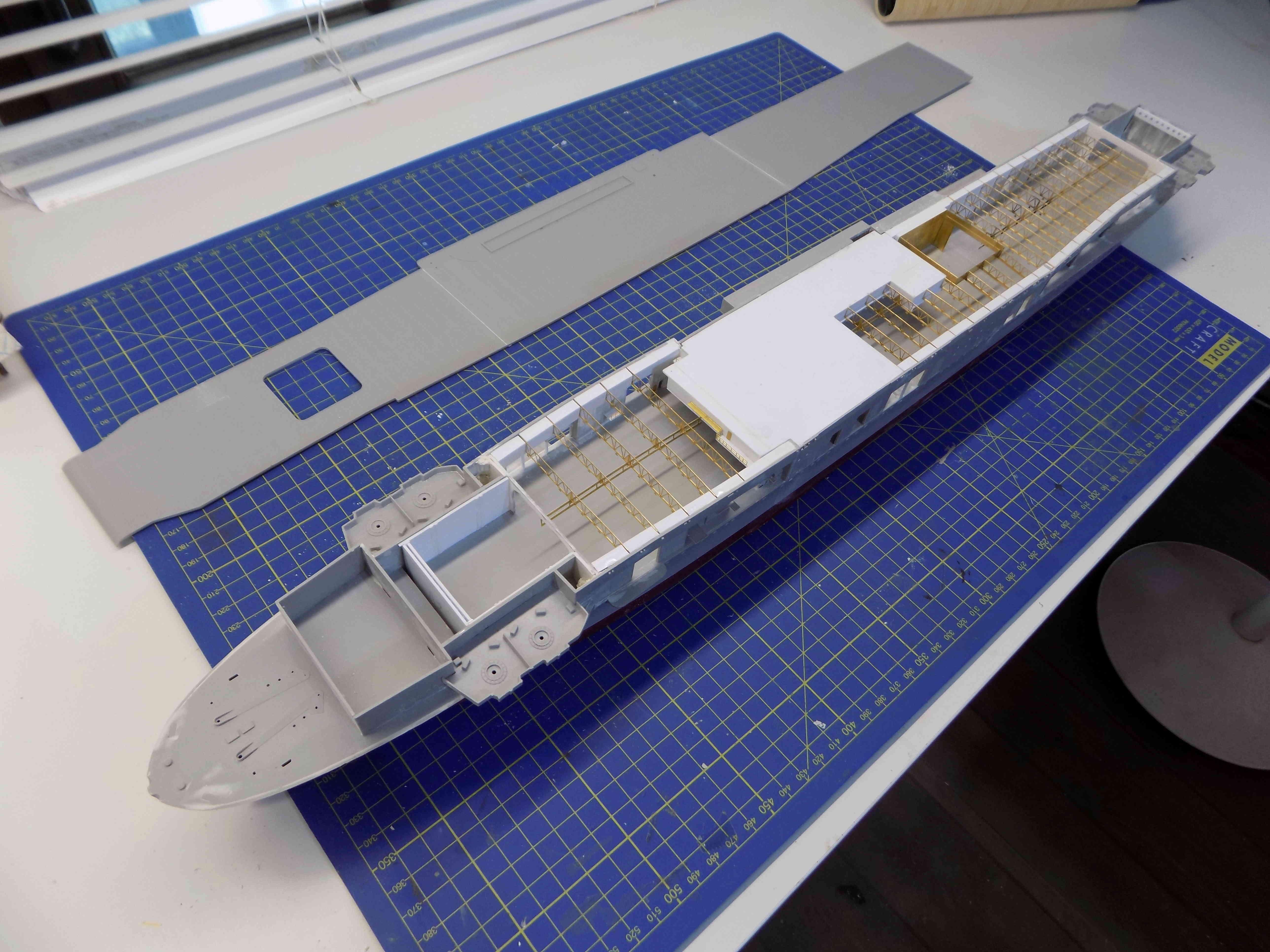 "USS HORNET CV-8 ""Raid on Tokyo"" 1/350 de Trumpeter - Page 3 Dscn1424"