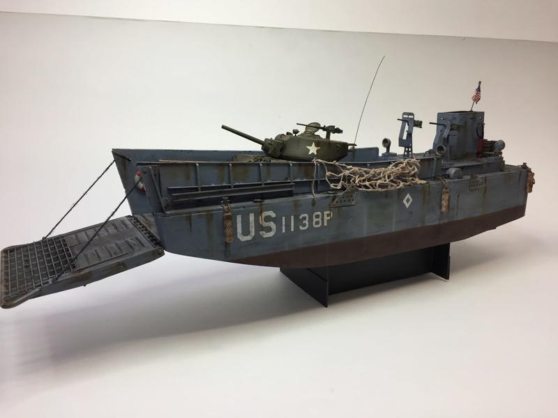 LCM (landing craft) Trumpeter 1/35 et LCVP (landing craft vehicle personal) Italeri 1/35 Img_5910