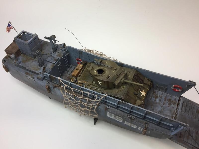 LCM (landing craft) Trumpeter 1/35 et LCVP (landing craft vehicle personal) Italeri 1/35 Img_5911