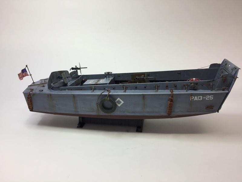 LCM (landing craft) Trumpeter 1/35 et LCVP (landing craft vehicle personal) Italeri 1/35 Img_5912