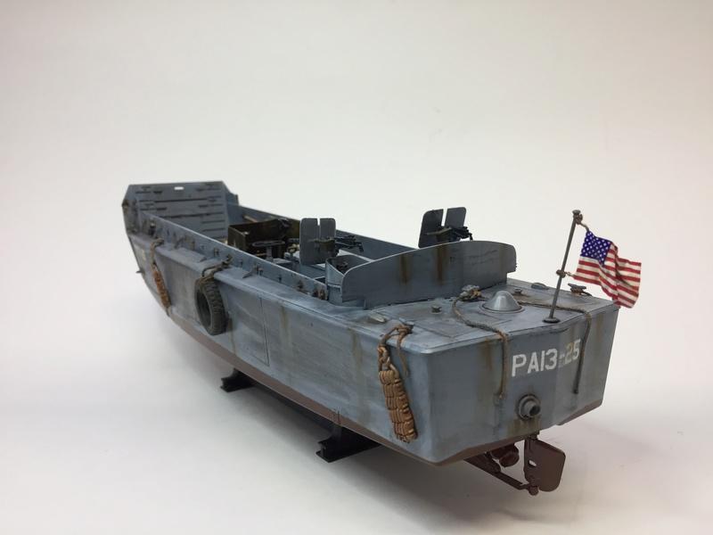 LCM (landing craft) Trumpeter 1/35 et LCVP (landing craft vehicle personal) Italeri 1/35 Img_5913