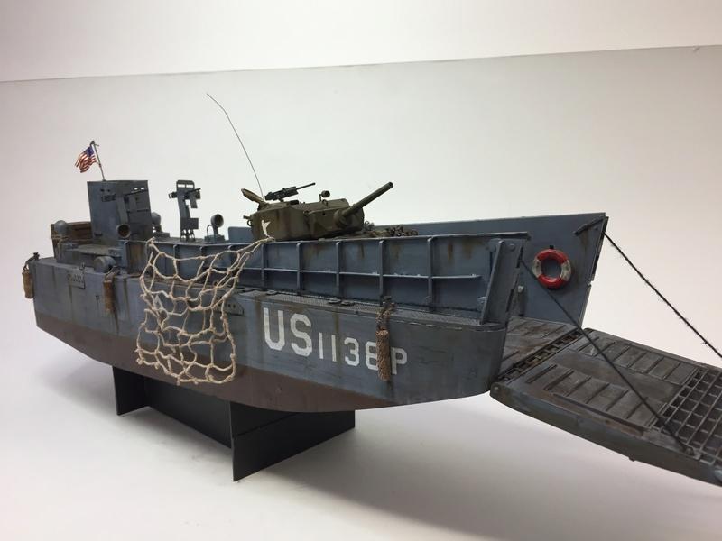 LCM (landing craft) Trumpeter 1/35 et LCVP (landing craft vehicle personal) Italeri 1/35 Img_5915
