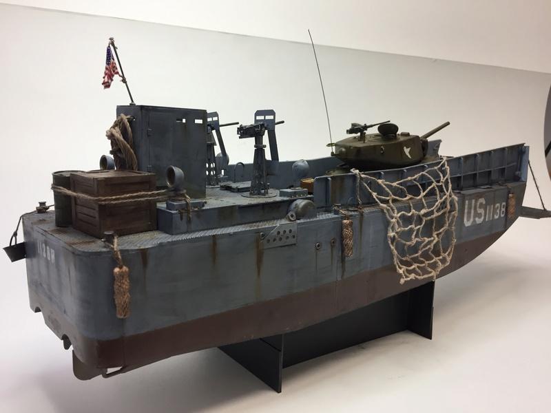 LCM (landing craft) Trumpeter 1/35 et LCVP (landing craft vehicle personal) Italeri 1/35 Img_5917