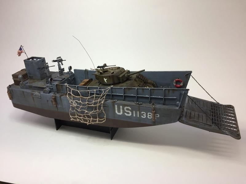 LCM (landing craft) Trumpeter 1/35 et LCVP (landing craft vehicle personal) Italeri 1/35 Img_5918