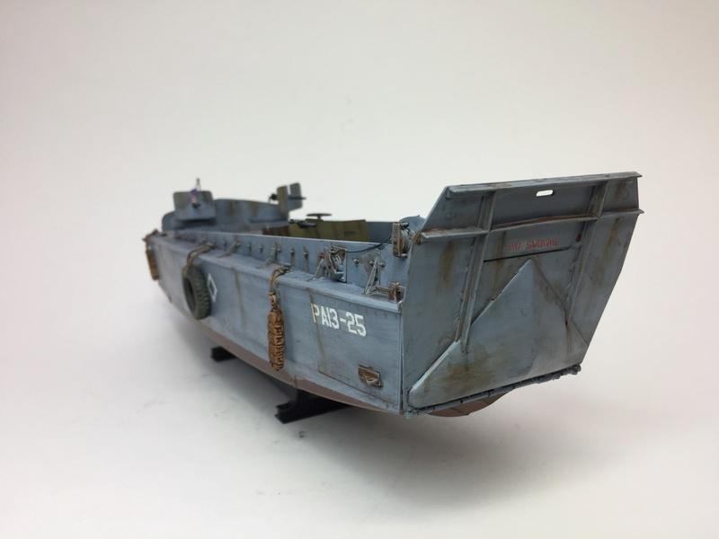 LCM (landing craft) Trumpeter 1/35 et LCVP (landing craft vehicle personal) Italeri 1/35 Img_5920