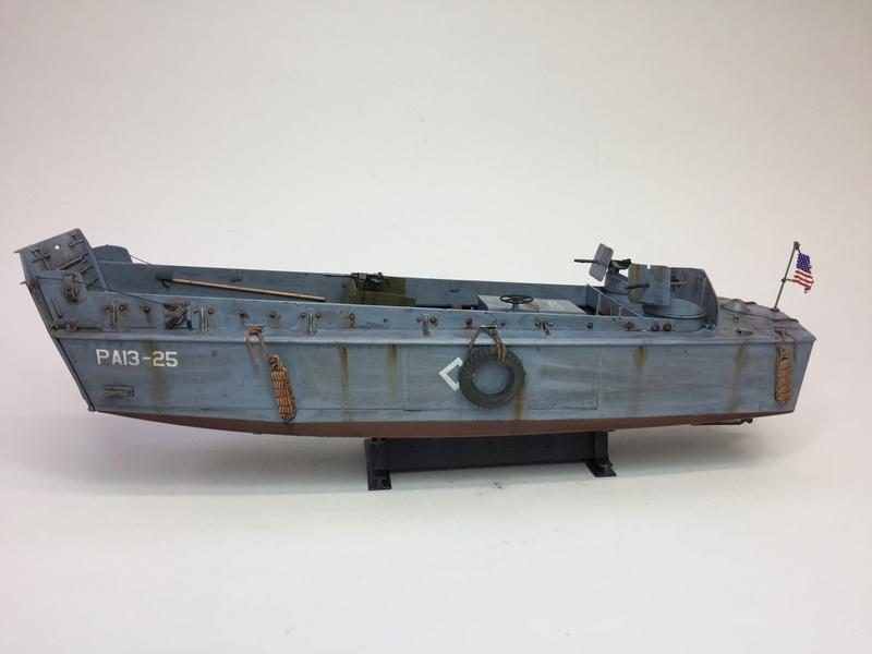 LCM (landing craft) Trumpeter 1/35 et LCVP (landing craft vehicle personal) Italeri 1/35 Img_5921