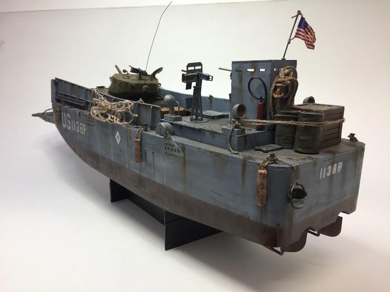 LCM (landing craft) Trumpeter 1/35 et LCVP (landing craft vehicle personal) Italeri 1/35 Img_5922