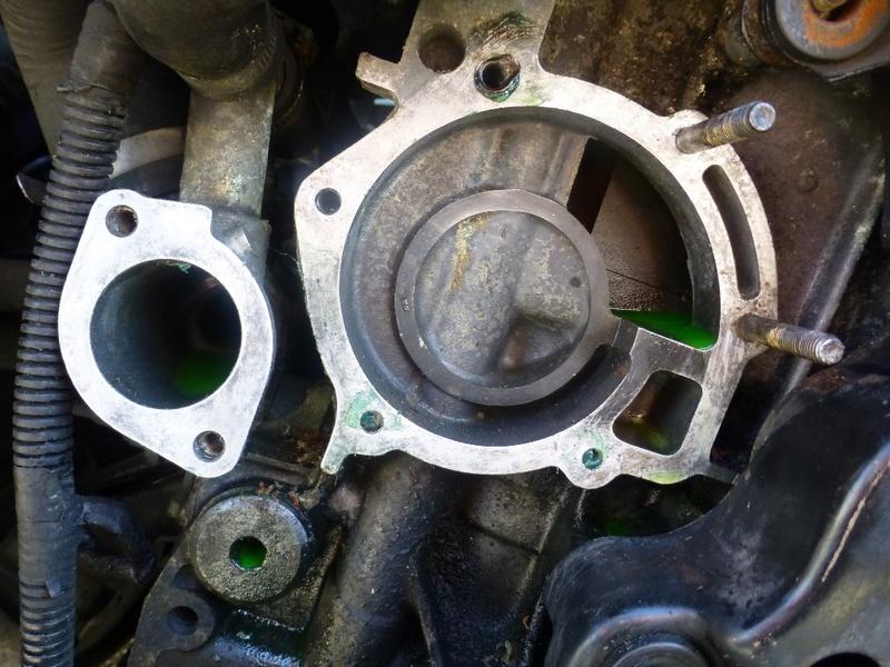 Pompe à eau moteur J8S 22_p1110