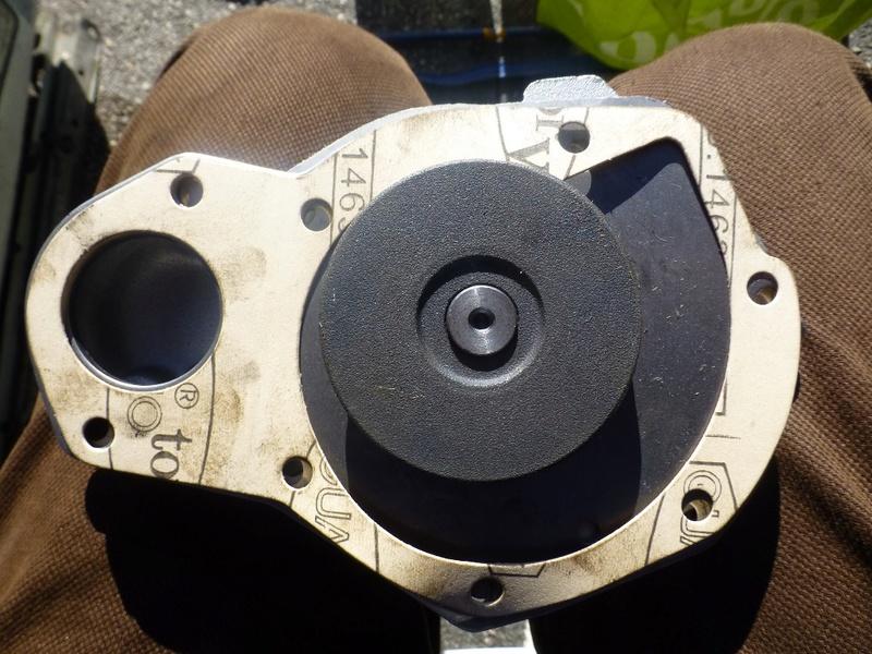 Pompe à eau moteur J8S 23_p1110