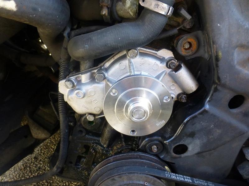 Pompe à eau moteur J8S 24_p1110