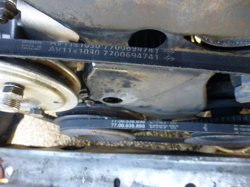 Pompe à eau moteur J8S 27_p1110