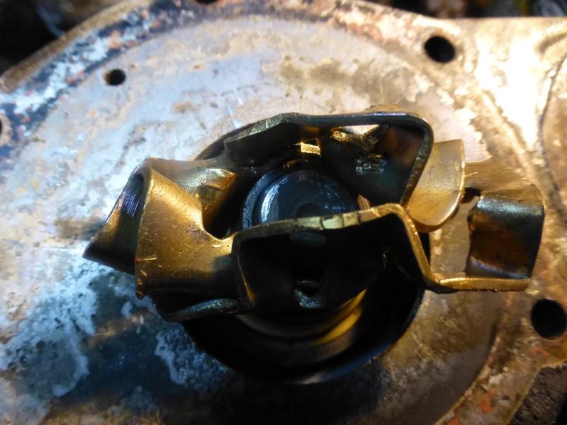 Pompe à eau moteur J8S 31_p1010
