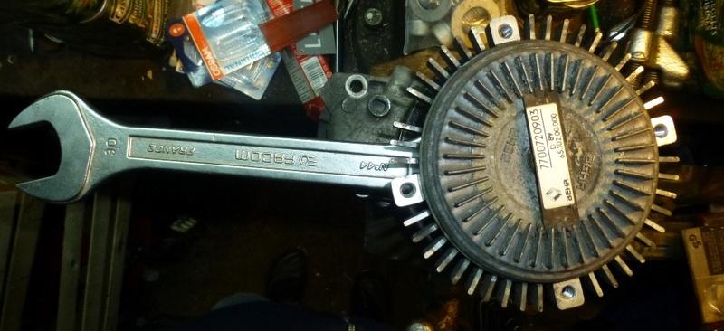 Pompe à eau moteur J8S 31_p1110