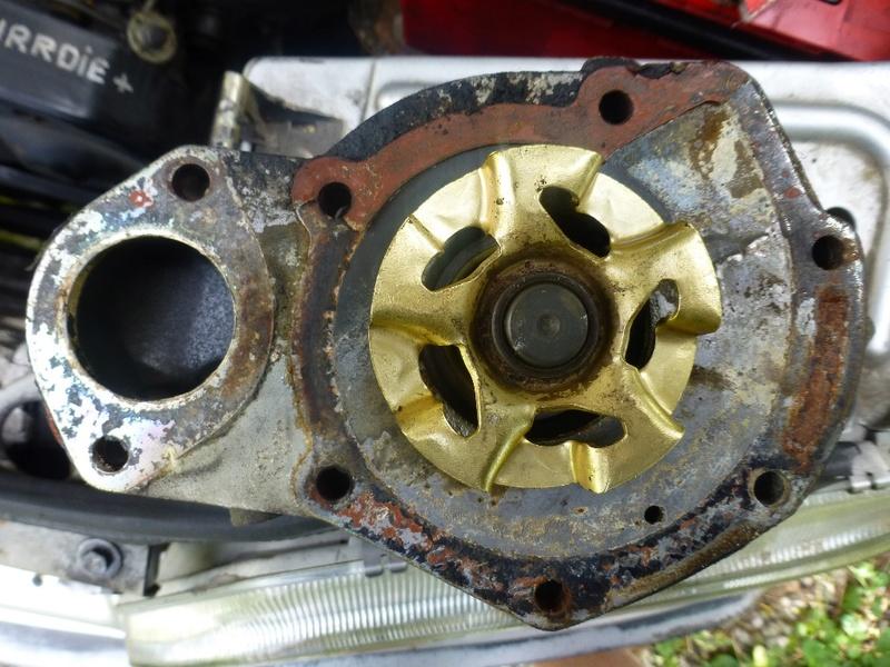 Pompe à eau moteur J8S 32_p1010