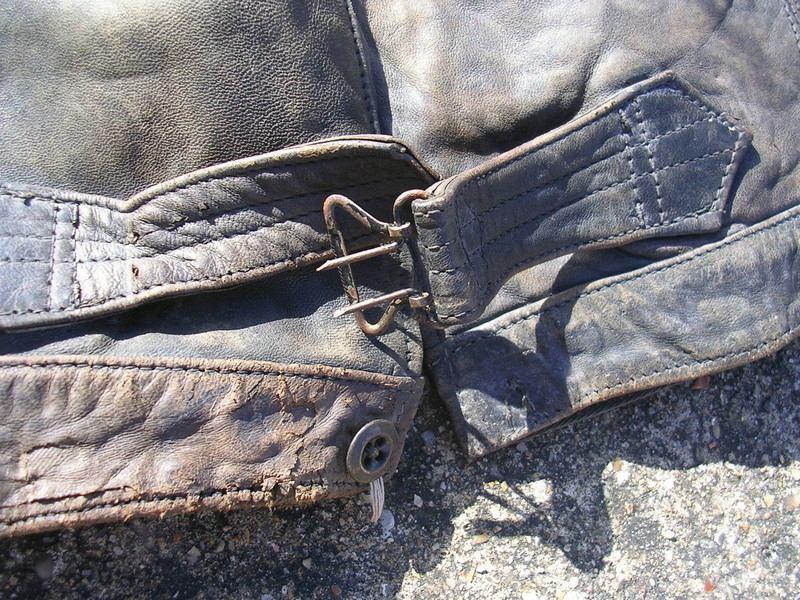 pantalon cuir très ancien à estimer (aéronautique, pompier ww1 ?) Dscn8667
