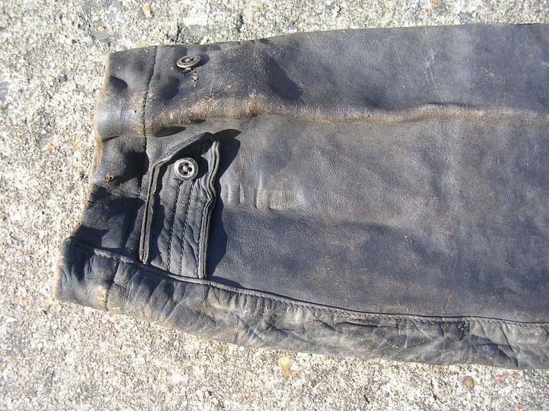 pantalon cuir très ancien à estimer (aéronautique, pompier ww1 ?) Dscn8670