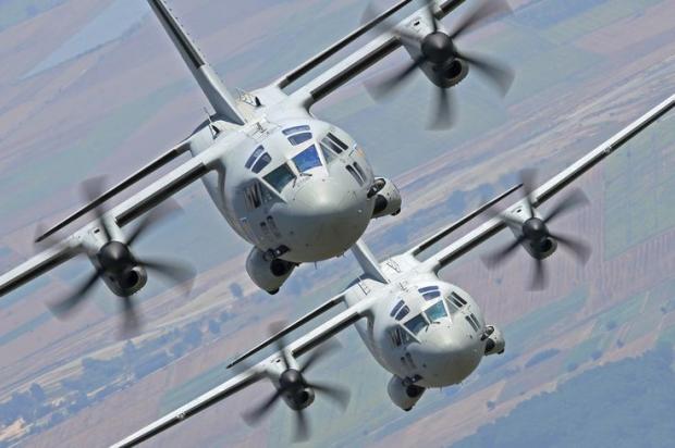 Avions de transport tactique/lourd - Page 6 13a10c15