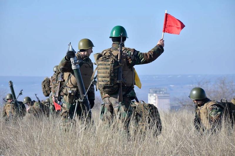 Forces armées moldaves - Page 2 21121
