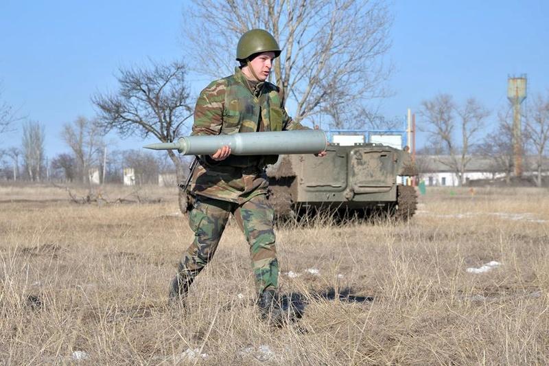 Forces armées moldaves - Page 2 22114