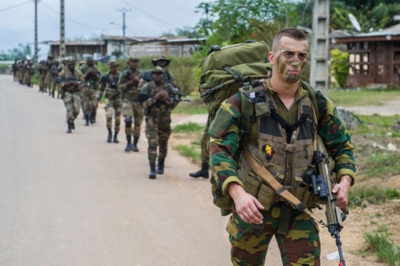 Armée du Gabon - Page 5 2212